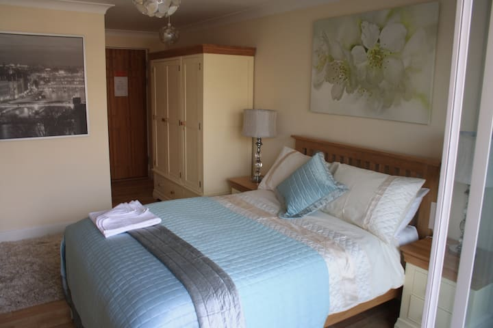 Self-Contained Luxury En Suite Room