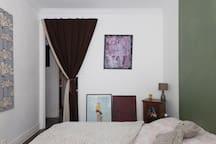 chambre principal lumineuse et cosy
