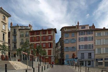 En plein centre historique du Puy - Le Puy-en-Velay - (ไม่ทราบ)