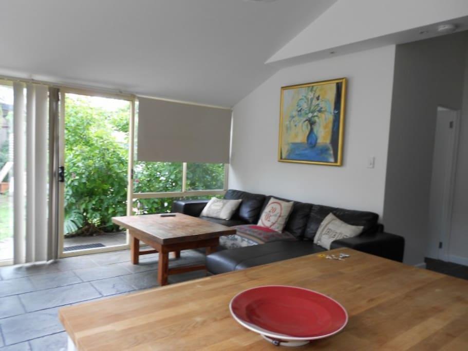 ruhiger gartenbungalow bungalows zur miete in freshwater. Black Bedroom Furniture Sets. Home Design Ideas
