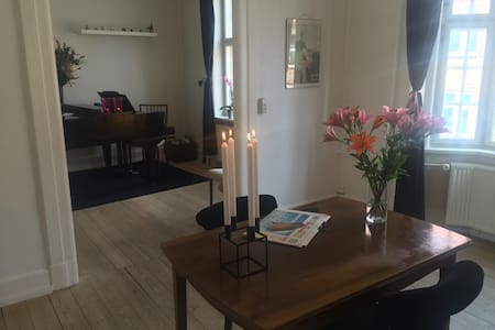 Beautiful Apartment with Balcony - Aalborg - Departamento