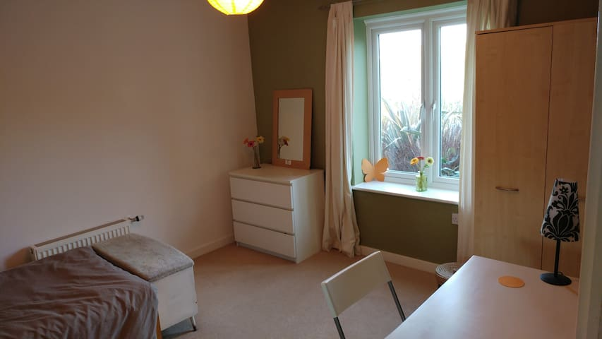 Stylish, modern room in quiet, clean flat - Hastings - Appartement