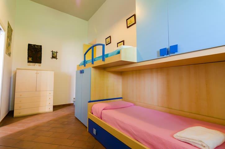 Bedroom 2 with bunk bed - Villa del Filosofo by SunTripSicily.com