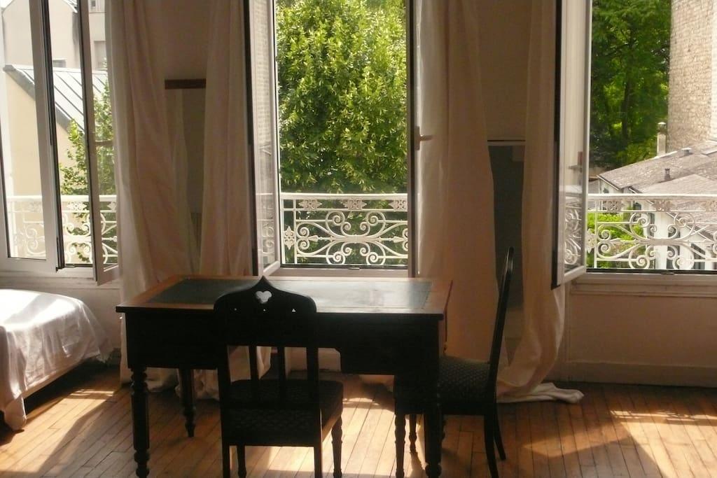 Grand 2 pces dans maison sur jardin maisons de ville louer paris le de france france for Maison du jardin paris