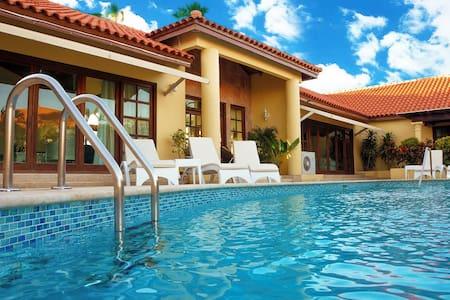 """Coco Garden Villas """"Petit palace villa""""near beach"""