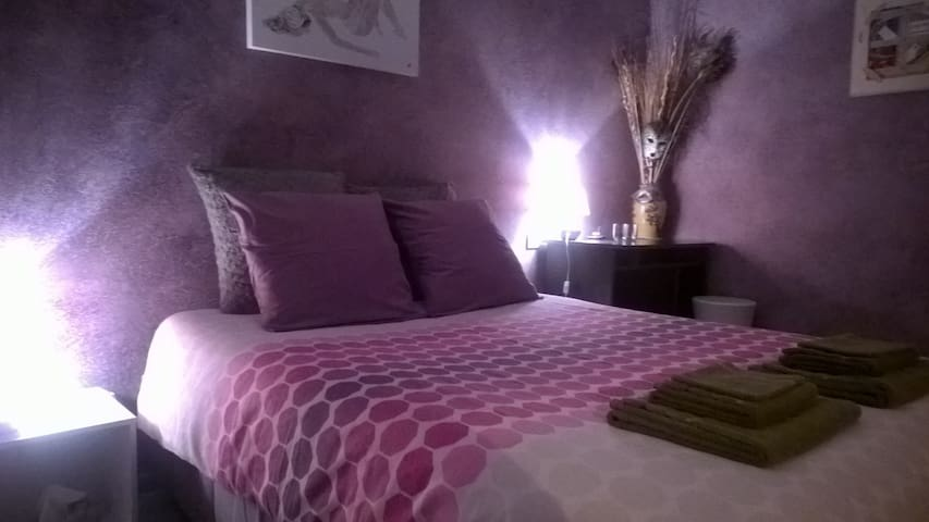 Purple bedroom  - Hauteville-Lompnes - Villa