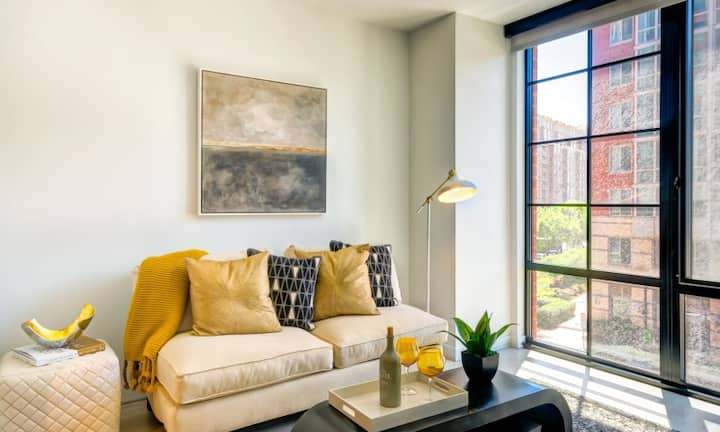 Live + Work + Stay + Easy | 2BR in Washington