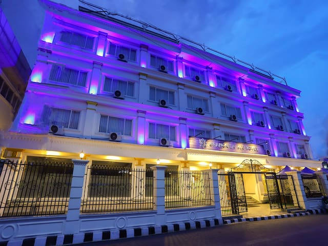 1 BR Luxurious Space In Shangrila Blu Hotel