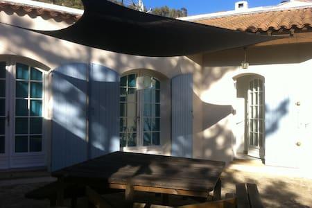 LOU SOULEU in Gemenos, Provence - Gémenos - House