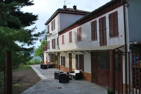 cascina immersa nei vigneti - Treville - Bed & Breakfast