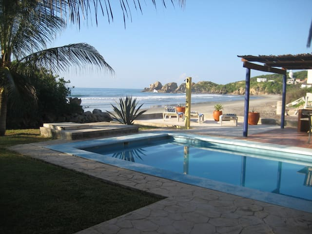 Beachfront Villa C/W Private Pool - Santa María Huatulco - Ev