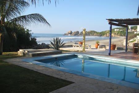 Beachfront Villa C/W Private Pool - Santa María Huatulco - Rumah