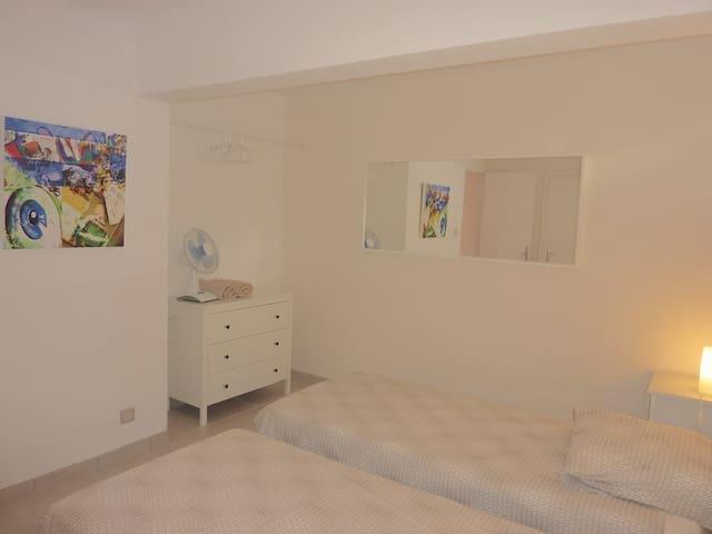 Twin bedroom.ground floor
