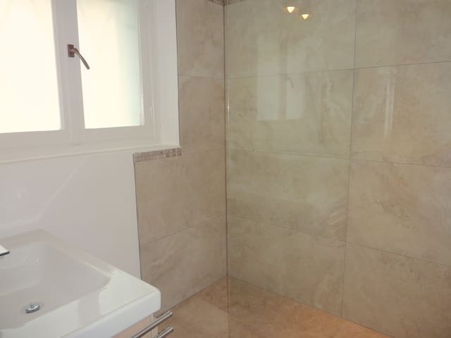 Italian shower room. ground floor