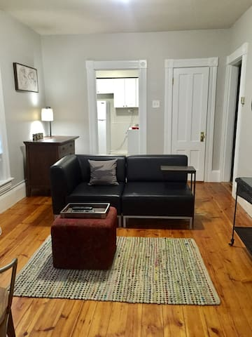 Simple Style-2nd Flr 1Bed/1Ba + Laundry Is Free!