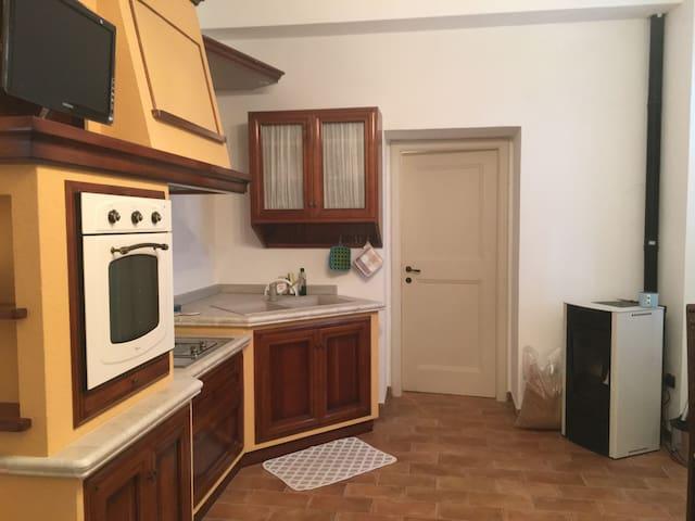 "Casa ""al Monte""-gialla"