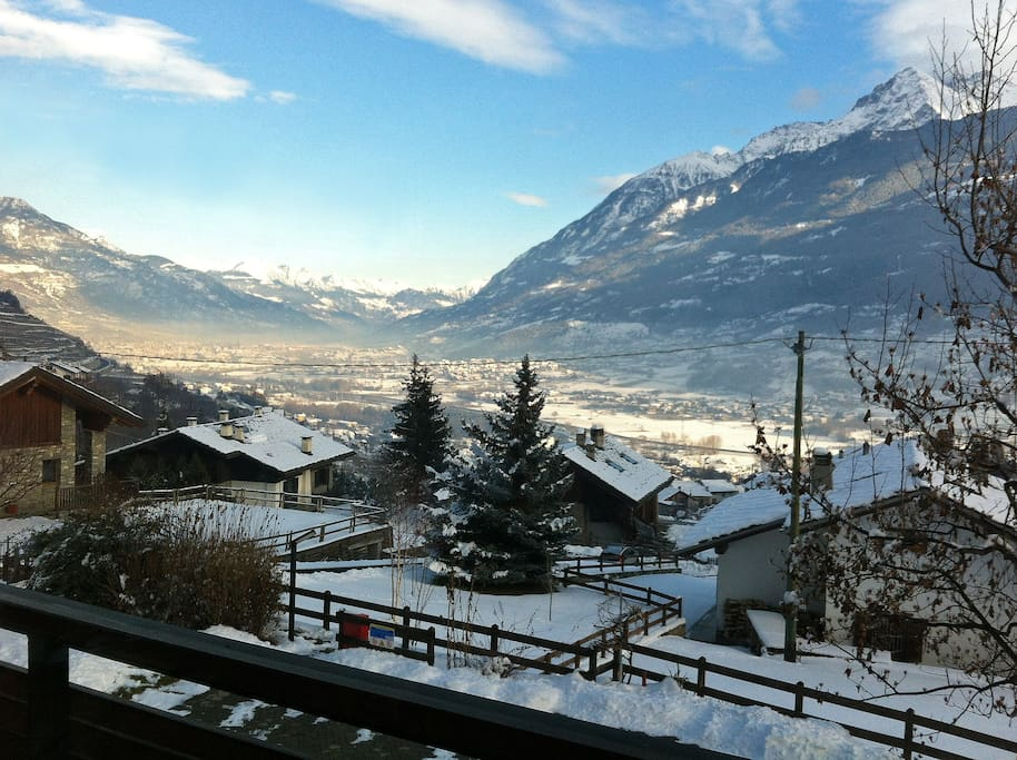 Paesaggio invernale verso la città di Aosta