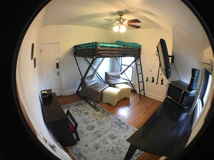 Cozy, Functional Loft! Walk to Downtown!