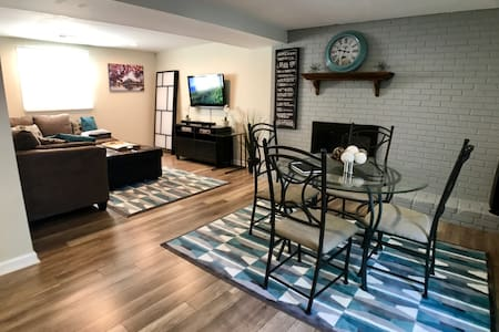 The White House - Private Floor (Sleeps 7) - Manassas