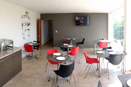 HOTEL DAJANA BOULEVARD - León - 住宿加早餐
