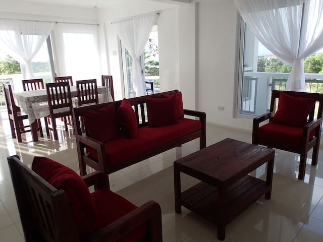 Spacious Furnished Apt 3° w/ views - Silang - Wohnung