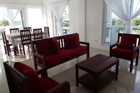 Spacious Furnished Apt 3° w/ views - Silang - Daire
