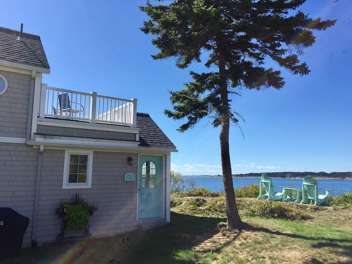 Couples Cottage at the head of Mackerel Cove  - Enjoy your views of Mt. Washington from the Rooftop Deck!