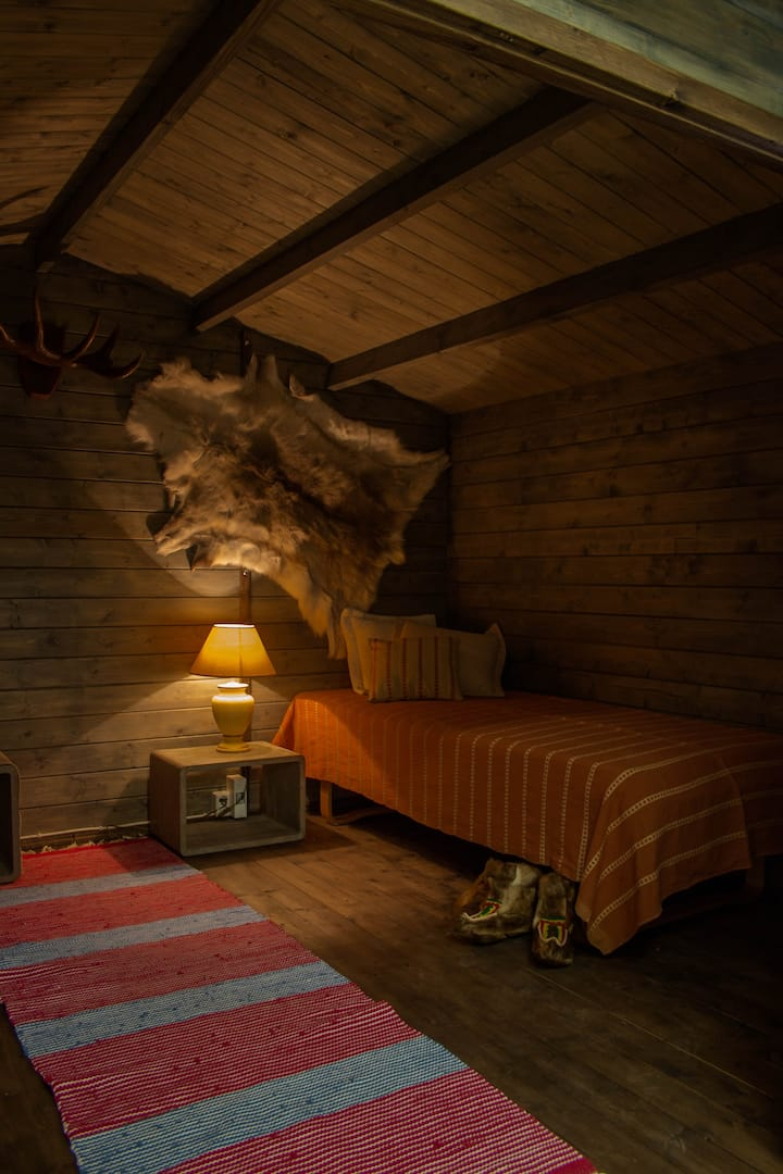 Lapland twin-cabin in Guesthouse Little Tundra