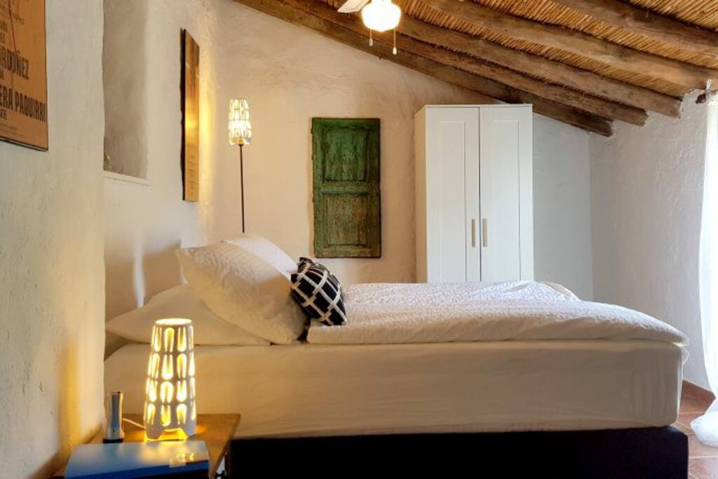2+ 2 persoons familiekamer Matador met 1 gedeelde badkamer met wc, wastafel, ligbad-douche