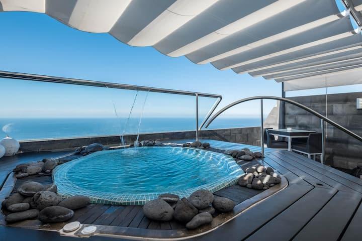 """Hermoso apartamento """"SPR Ático"""" con jacuzzi, terraza, vista al mar y Wi-Fi; Garaje disponible"""