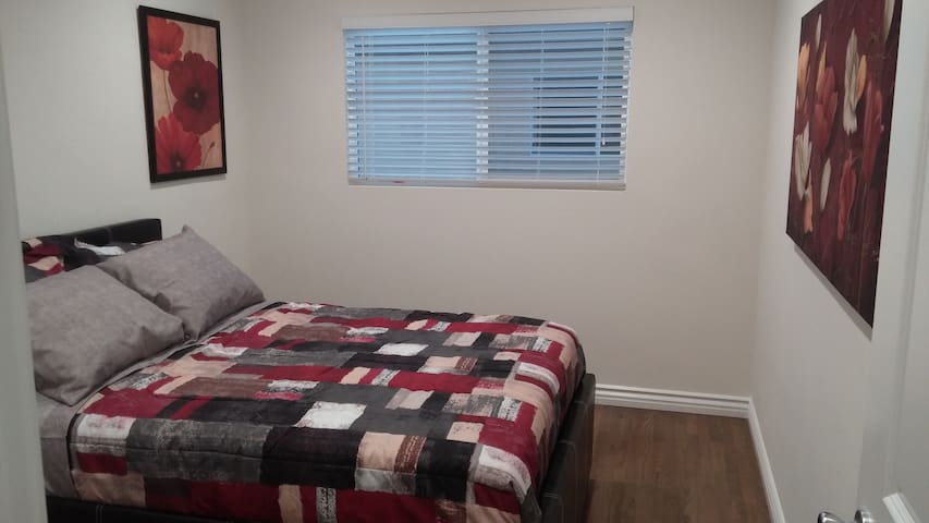 2nd bedroom with Full size bed & trundle bed