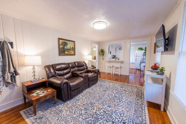 """Camellia Loft"" - Midtown - Private Guest House"