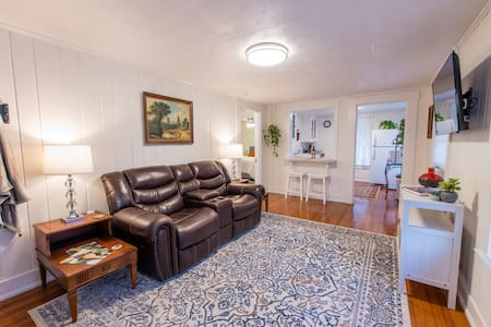 """Camellia Loft"" - Midtown - Private Guest House"