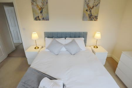 EasyTravel Luxury NEC/Airport 3 beds House
