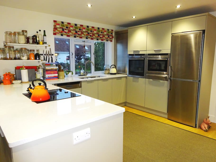 Holly Tree - Perfect kitchen for chefs and entertaining!