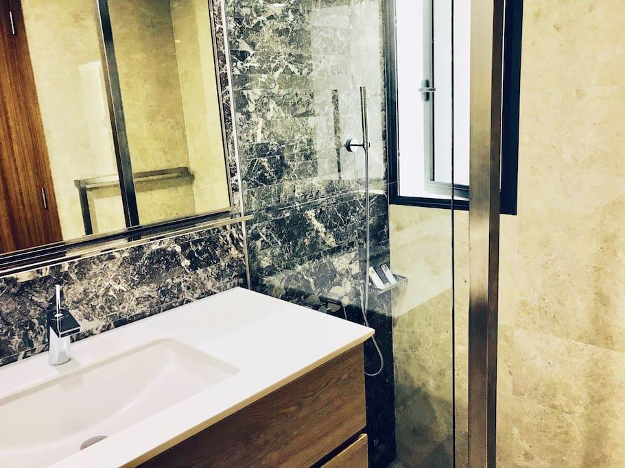 Private en-suite bathroom