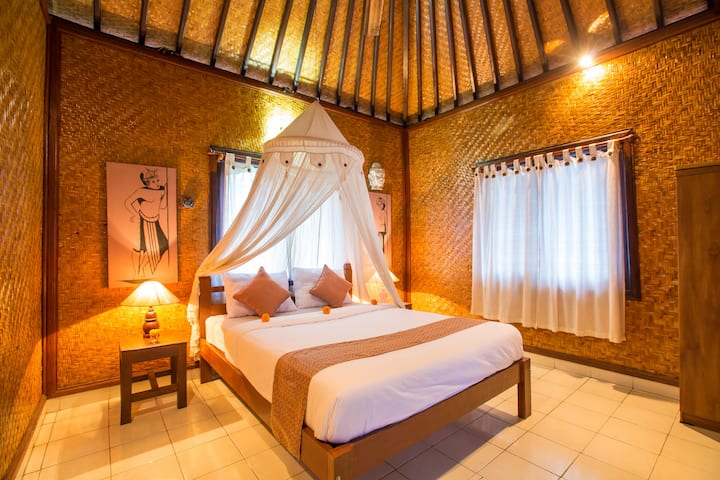 Guest House | Balinese style room with fan
