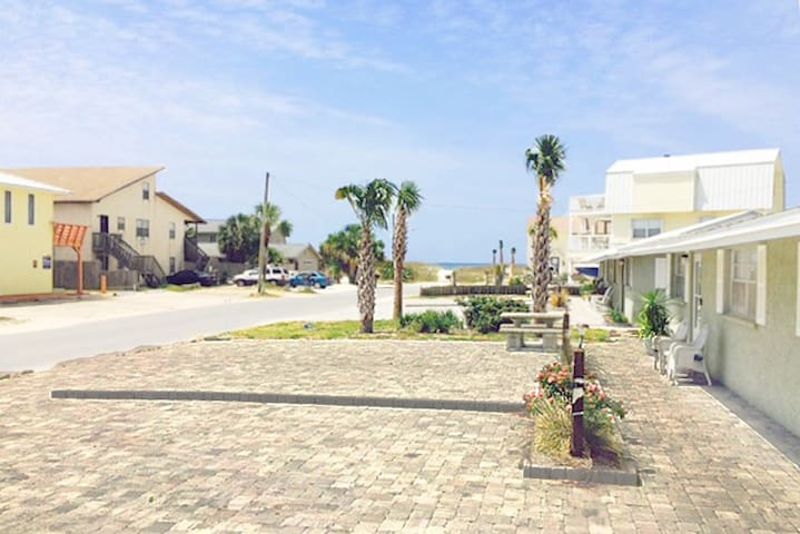 Gulf View C-2BR/1BA-AVAIL(PHONE NUMBER HIDDEN)  -RealJOY FunPass -Beachside-66 yds2Bch - Mexico Beach - House