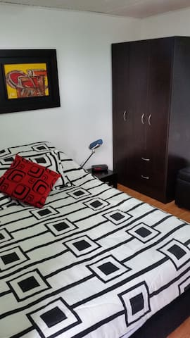 Newly redesigned room and completely private - Bogotá - Casa