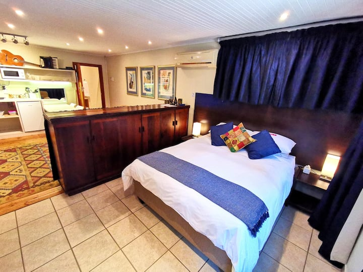 Cozy Manor nr.4 - Aircon - DSTV - Wifi