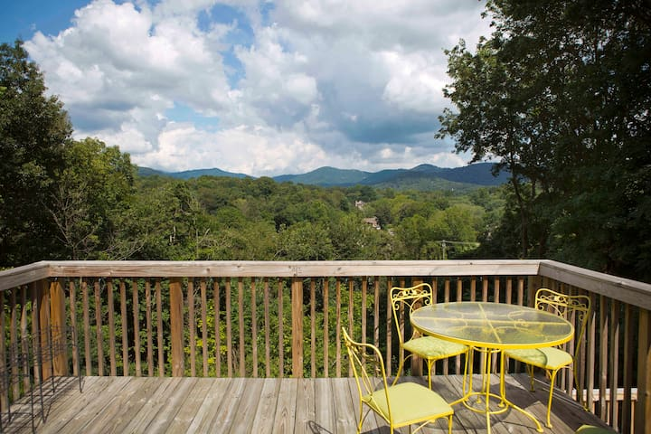 Apartment with a View - Woodfin