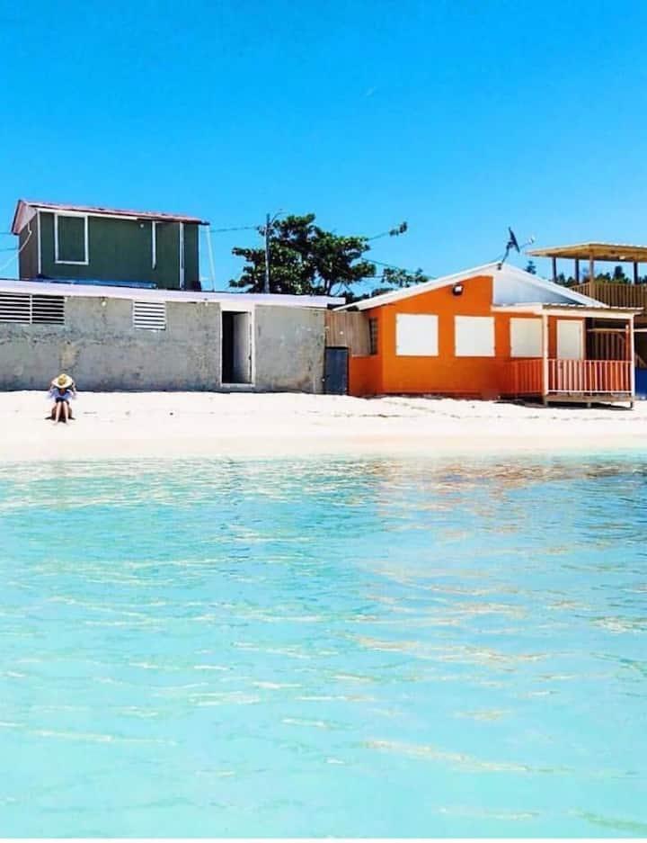 Orange BEACH House! PLAYA BUYE, Right at the beach