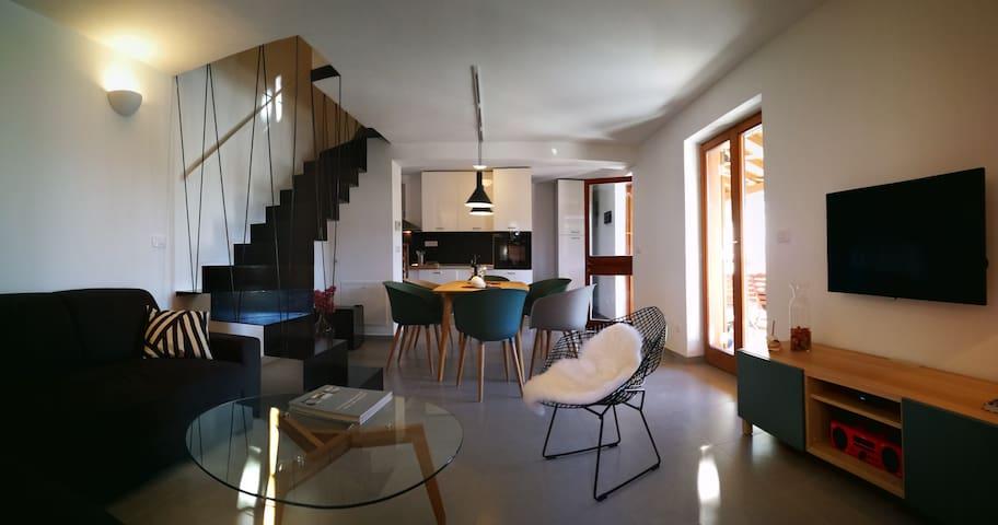 Small Villa Mande