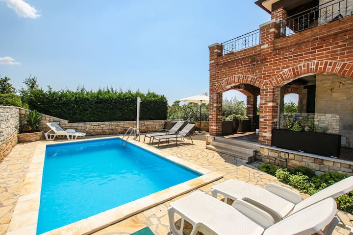 Villa Istriana Jakob with private pool