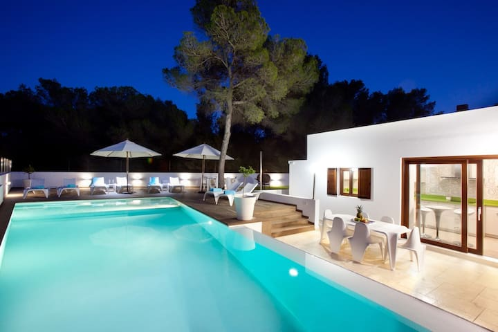 Villa Sa Serra, superb beach house near Cala Bassa