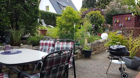 grünpause FeWo am Wald, große Terrasse + Wiese