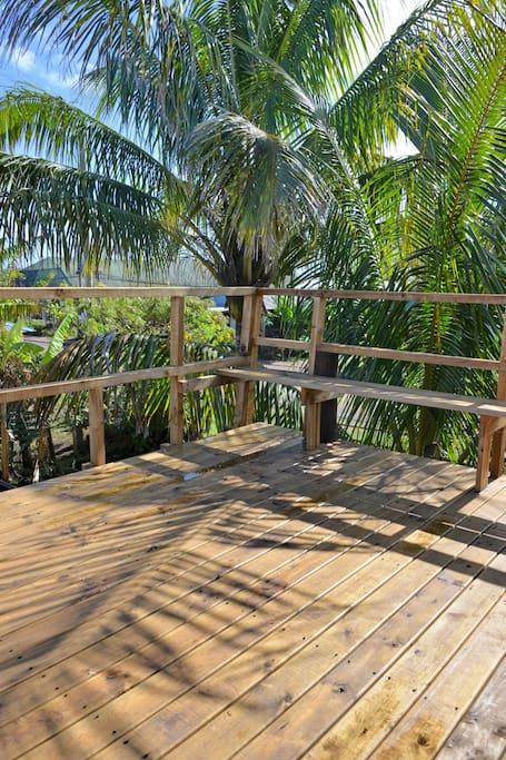 Balcón - terraza, dónde podrás descansar y disfrutar del aire de la tarde.