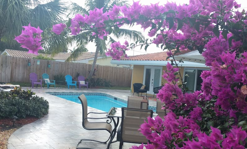 3/2 Lovely Private POOL home only 2 mile to Beach!