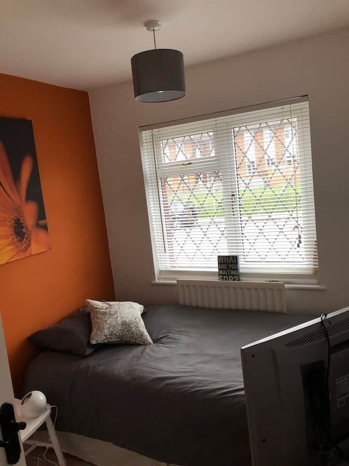 Single room in detached house (Tonbridge)