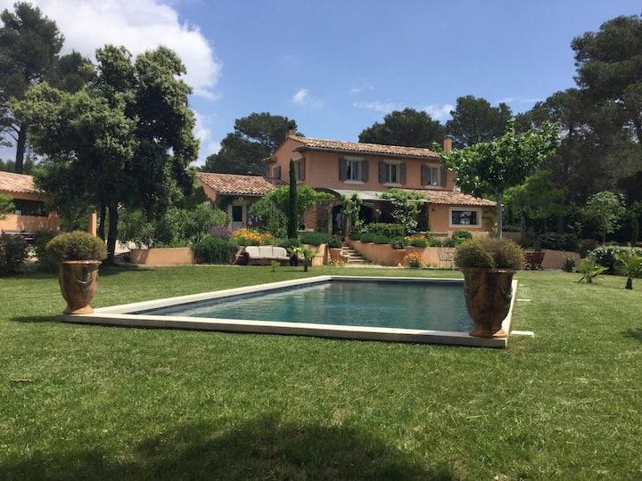 Maison au pied du Luberon avec Jolie vue.